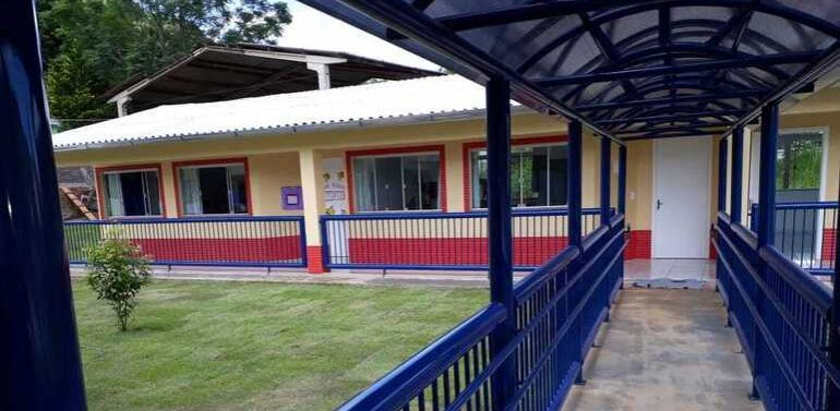 Educação em luto: entidades lamentam atentado a creche em Santa Catarina