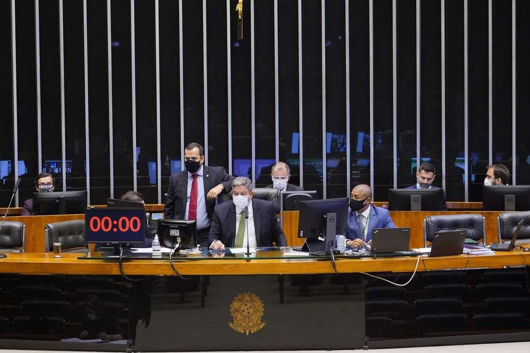 Câmara aprova projeto que prevê educação como serviço essencial