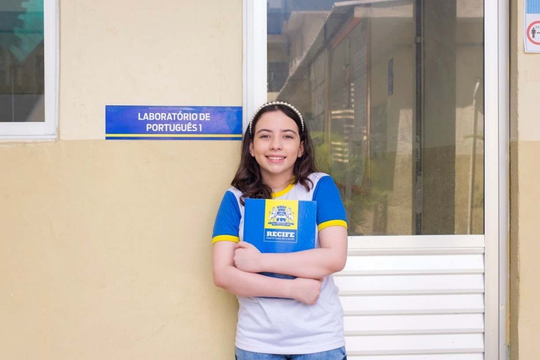Estudante de Recife é uma das vencedoras de concurso de redação da Nasa