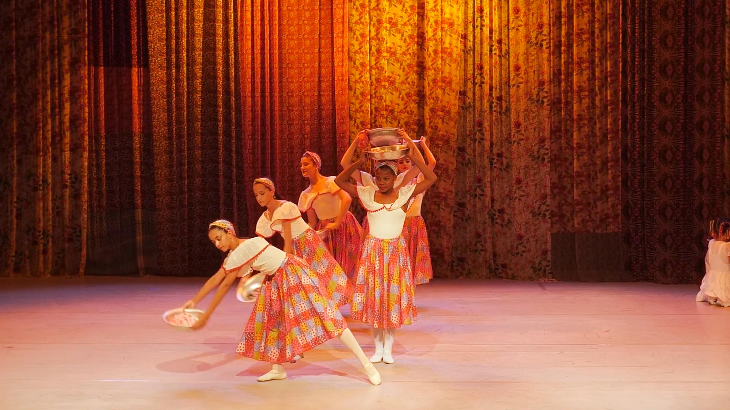 Movimenta Pebas exibe espetáculos de dança da Escola do Grupo Corpo