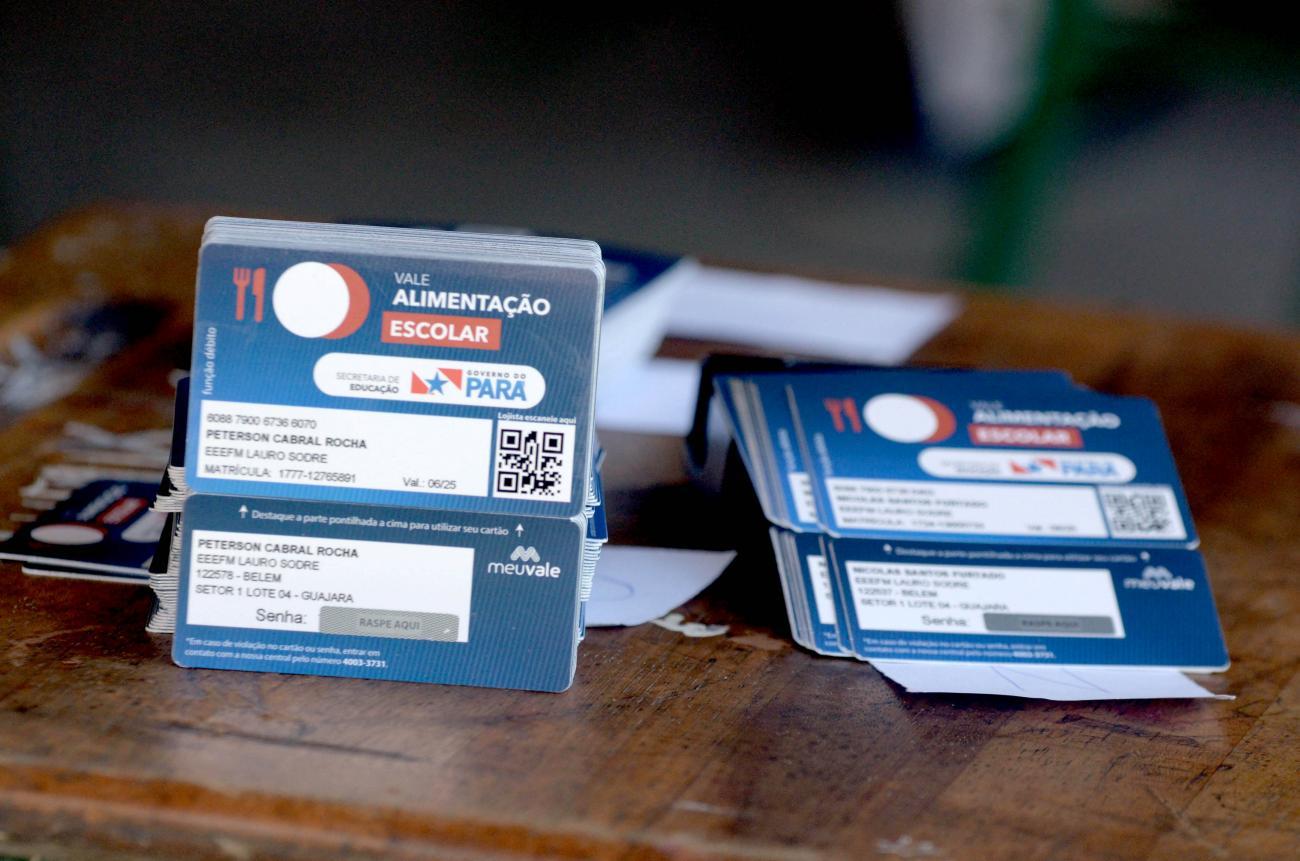 Seduc entrega cartão alimentação para novos 135 mil alunos da rede pública estadual